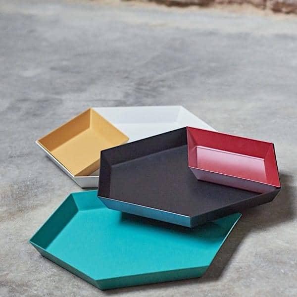 KALEIDO, lakerede stål bakker, HAY, fås i fem smarte geometriske former til flere anvendelser - Deco og design