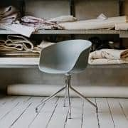 ABOUT A CHAIR -. ref AAC20 - scocca in polipropilene, gambe in alluminio, HEE WELLING e HAY