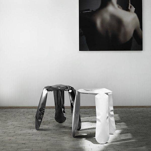 Le tabouret PLOPP par HAY, une sculpture unique disponible en acier laqué ou en Inox