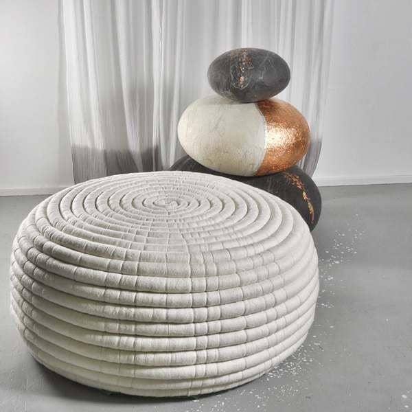 NDEBELE, en skammel eller sofabord, to dimensioner, i Merino uld, håndlavet i Sydafrika - 100% økologiske, deco og design, design Ronel Jordaan