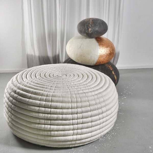 NDEBELE, uma mesa pufe ou café, duas dimensões, em lã Merino, artesanal na África do Sul - 100% ecológica, deco e design, design Ronel Jordaan