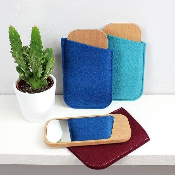 CLIN D'OEIL, lomme spejl, massiv bøg, glas og fåreuld, miljøvenligt design