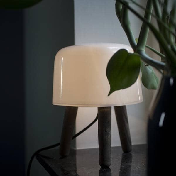 MILK, una pequeña lámpara que trae su efecto - por NORM. ARCHITECTS para AND TRADITION