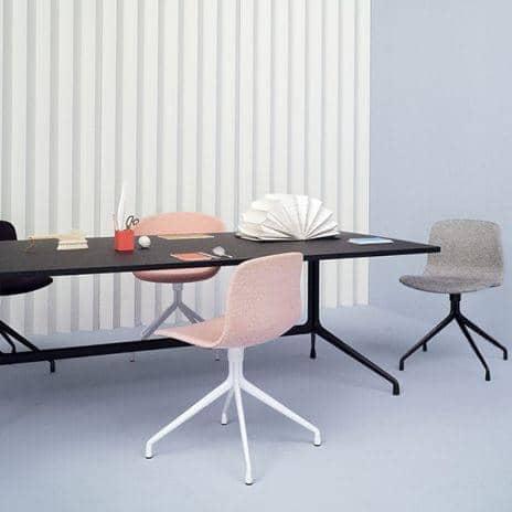 Aat10 rektangulært spisebord, kryssfiner, aluminium ben, hay.