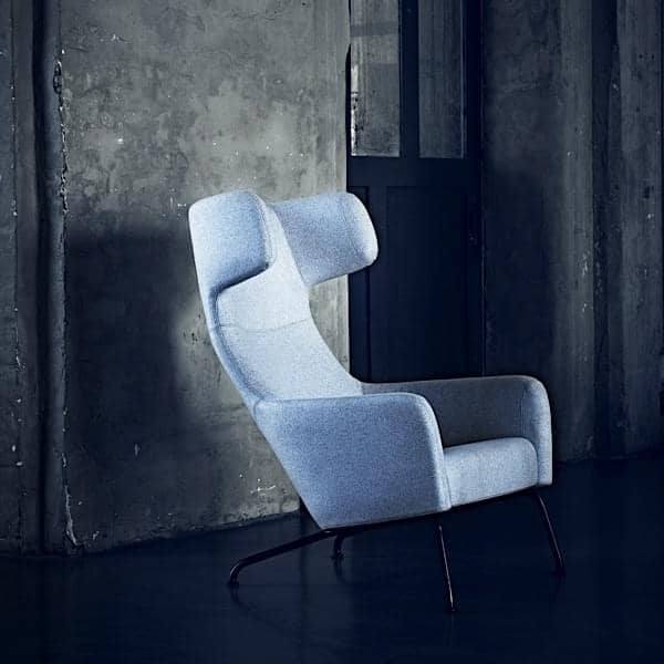 The HAVANA armchair, feet in steel, legendary and dynamic comfort. A very wide range of fabrics and colors