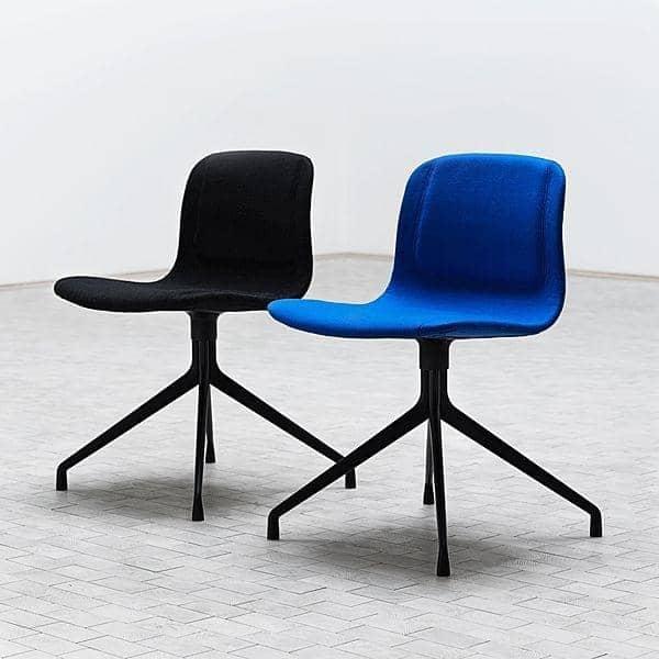 ABOUT En CHAIR -. Ref AAC11 - Polstret sæde, aluminium ben - HEE WELLING og HAY