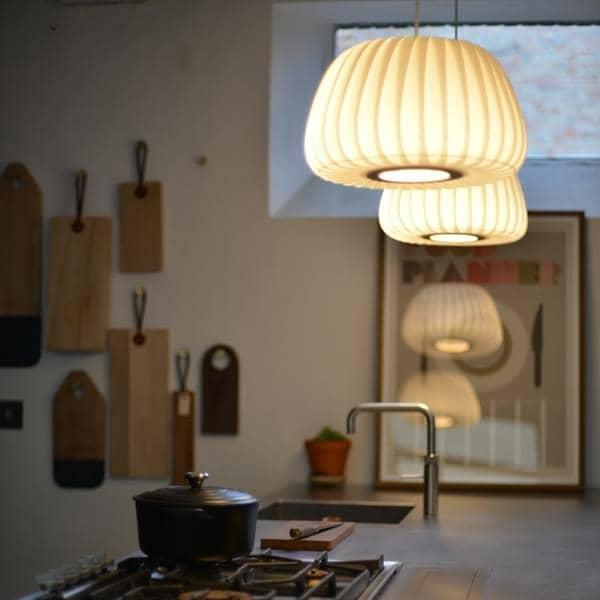 トムロッサウ- TR 19ペンダント-白樺スラットや強化紙-柔らかな光のために-デコとデザイン