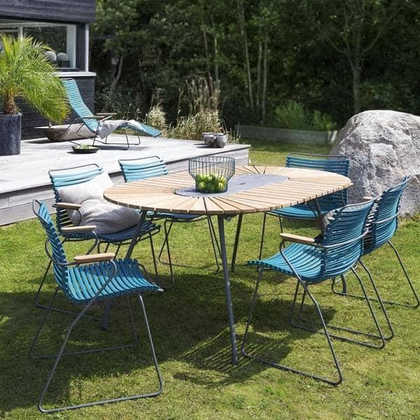 Ovalt spisebord eclipse bambus og granit stal udendors ved houe.jpg