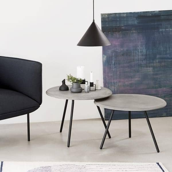SOROUNDサイドテーブル、エレガントなスカンジナビアデザイン。 WOUD 。