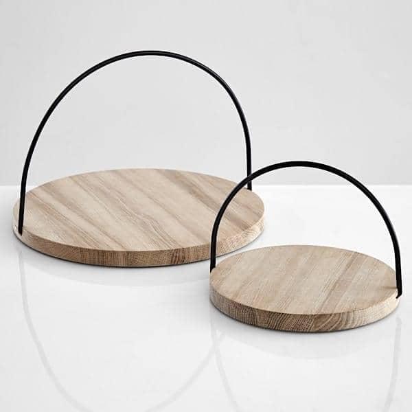 LOOP Tabletts aus massiver Eiche: Scandinavian Unterschrift, ein schönes Objekt für den täglichen Gebrauch. WOUD