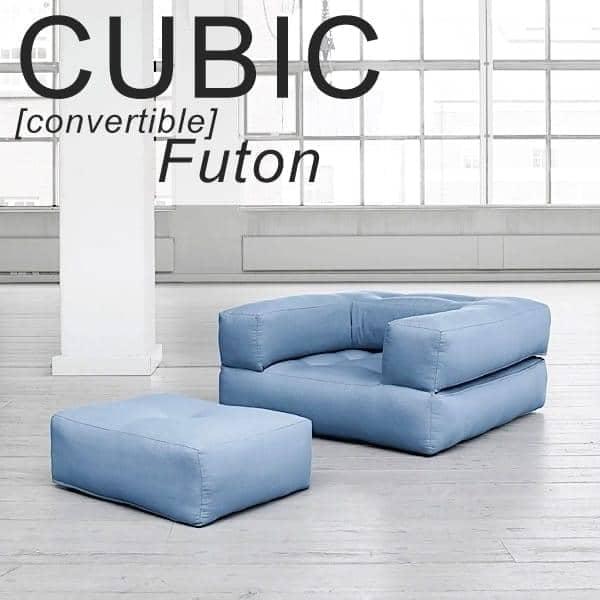 CUBIC, en futon lenestol konvertible til en puff eller komfortabel og koselig seng, for voksne
