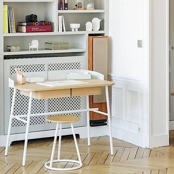 Victor Desk av Hartô, Oak Plate og Metal Feet