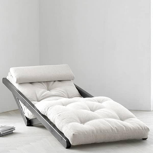 FIGO, un sillón o sofá convertible que combina la elegancia clásica con el diseño escandinavo contemporáneo. Madera y futón.