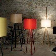 LUCA LEAN, lâmpada inclinada, Ø 50 cm - H 216 cm, por MAIGRAU, embelezar sua sala de estar, seu escritório ou quarto