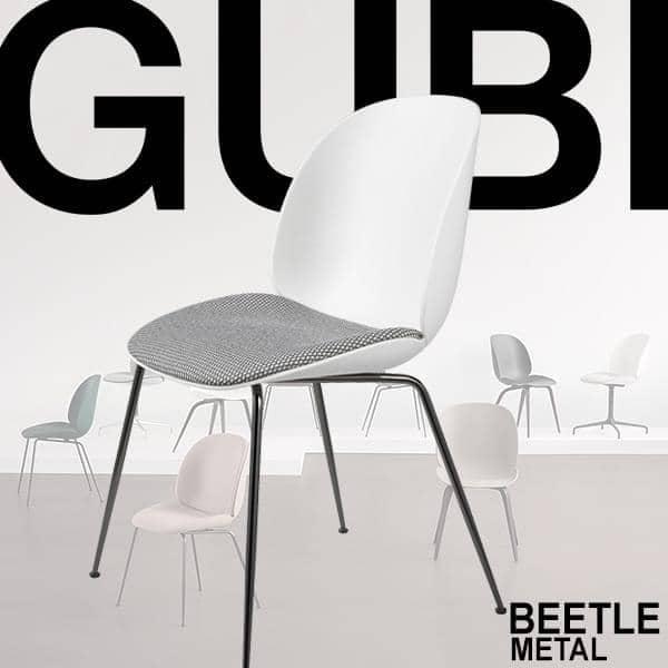 BEETLE stol, polypropylen skal og metal base. GUBI