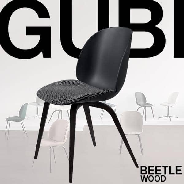 BEETLE stol, polypropylen skall og tre base. GUBI