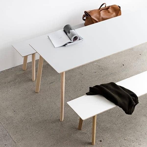 La collezione di tavoli da pranzo COPENHAGUE CPH DEUX in legno massello e compensato, di Ronan e Erwan Bouroullec