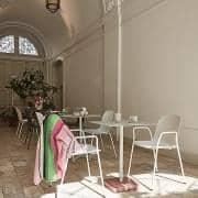 TERRAZZO : طاولة مربعة أو مستديرة ، 3 ارتفاعات متوفرة ، تشطيبات متعددة ، من خلال HAY