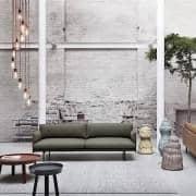 A mesa de café AROUND, a combinação de madeira maciça e design. Muuto
