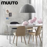 NERD stolen, hvor ryggstøtten og setet er montert på en usynlig måte. Muuto