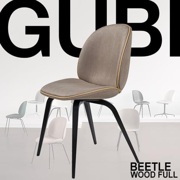 BEETLE stol, shell fuldt polstret med stof, træ base. GUBI
