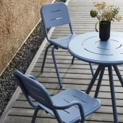 Chaise outdoor RAY CAFÉ, par FASTING & ROLFF, WOUD