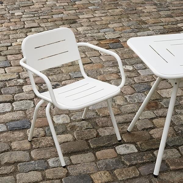 RAY moderne og utendørs spisestue stol, ved WOUD