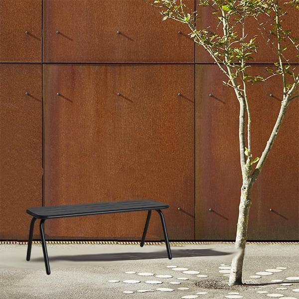 Panca da giardino RAY, design e resistente, di WOUD