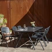 Gama de mesas de jantar ao ar livre RAY, por WOUD