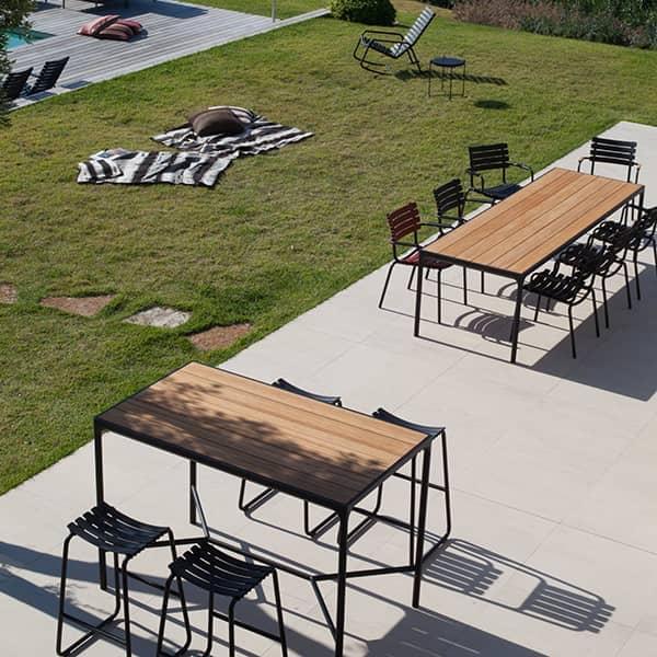 FOUR : Table à manger et table haute outdoor, en aluminium et bambou, par HOUE.