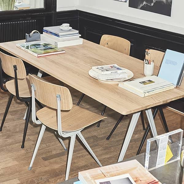 HAY的RESULT椅子 - 可选择布料或皮革座椅 - 切割钢板,模压胶合板座椅和椅背