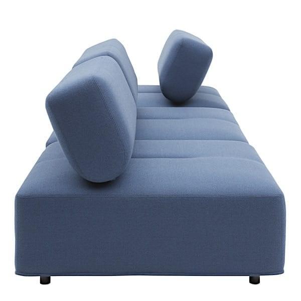 CABALA, sofa modulable avec son grand pouf, une conception ingénieuse.