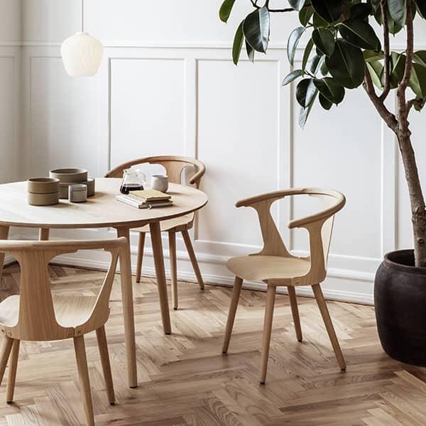 木製椅子IN BETWEEN(SK1およびSK2)のコレクション、オプションのパッド付きシート、&TRADITION