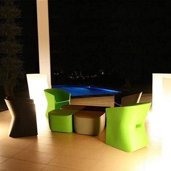 THE SLICED CHAIR, med sin buede disposisjon, går lett fra innendørs til utendørs - innredning og design, QUI EST PAUL