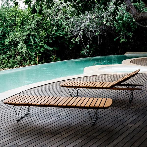 The MOLO deckchair, 5 positions, in bamboo and steel structure