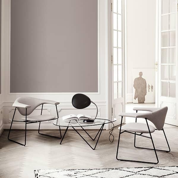 Τραπέζι σαλονιού PEDRERA, λεπτή βάση και επιφάνεια τραπεζαρίας από γυαλί. GUBI