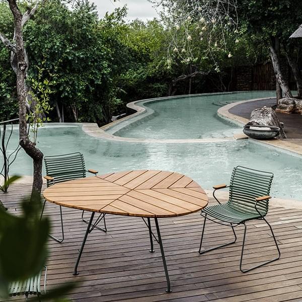 LEAF bord, i bambus og pulverlakkert stål. HOUE