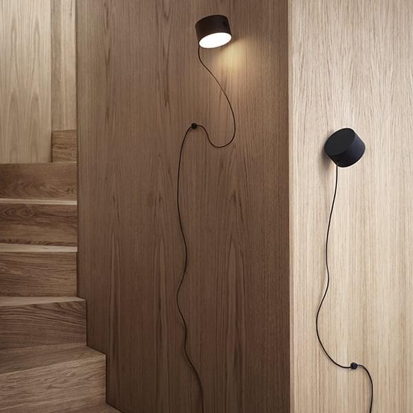 POST: φωτιστικό τοίχου και φωτιστικό δαπέδου, αρθρωτό και καινοτόμο. Μούτο