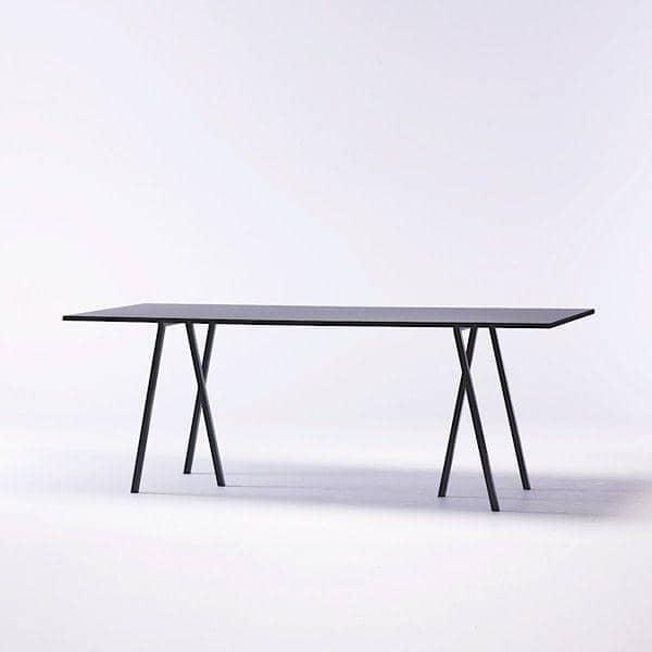 den-loop-stand-hojt-spisebord-er-smuk-let-at-leve-og-billigt-hay-deco-og-design.jpg
