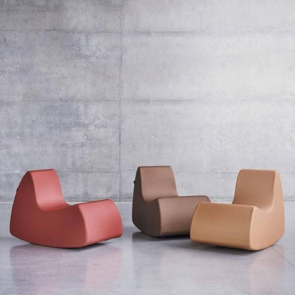 GRAND PRIX a generous armchair, very comfortable with its rounded forms