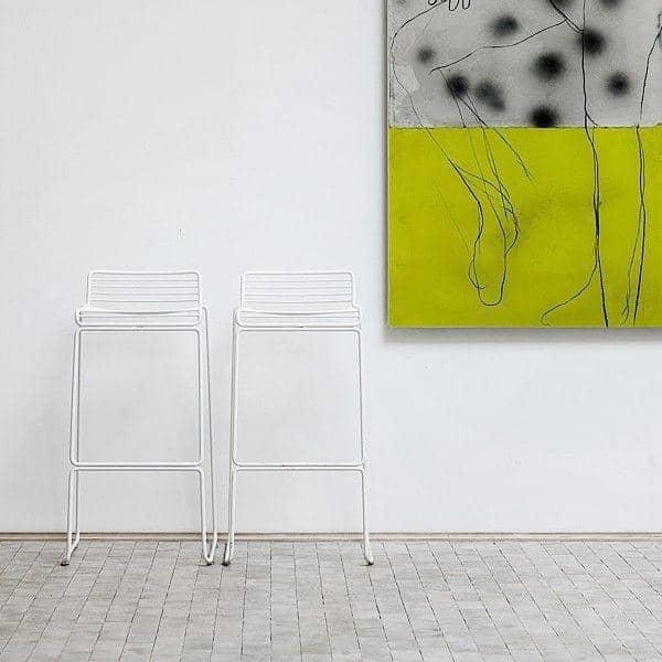 La Chaise Haute HEE par HAY vit aussi bien indoor qu'outdoor