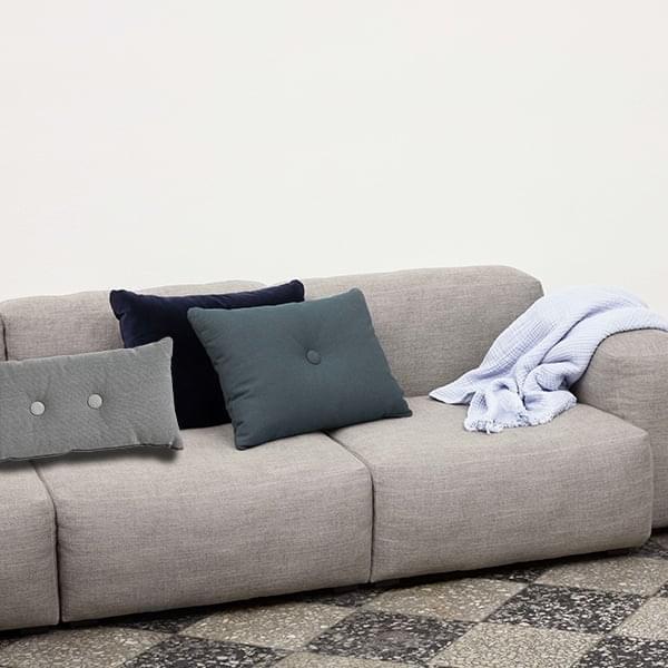 DOT Cushion 2x2, di HAY, due bottoni, grandi colori