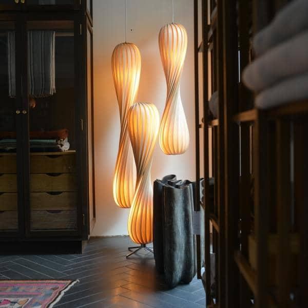TOM ROSSAU - TR 7ペンダントやフロアランプ:木材やPP彼らのベストミックスで、デザイン-デコとデザイン