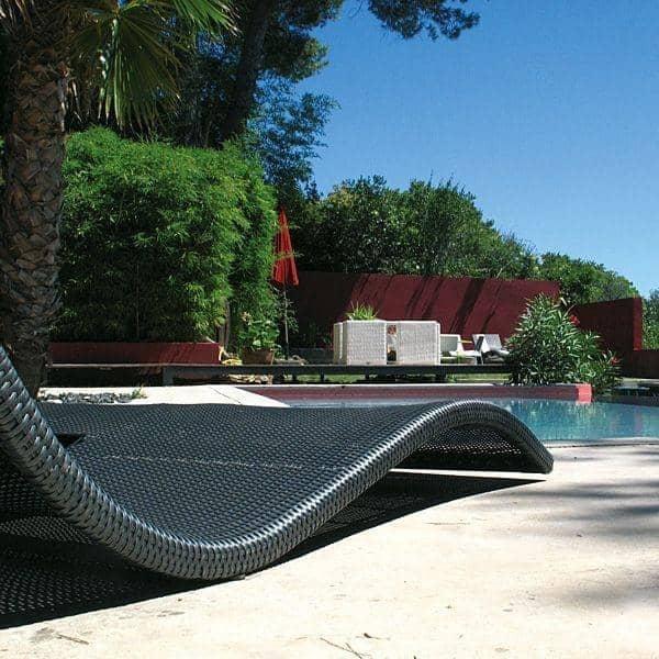 wave liege matratze die eleganz der form f r den garten und terrasse deko und design. Black Bedroom Furniture Sets. Home Design Ideas