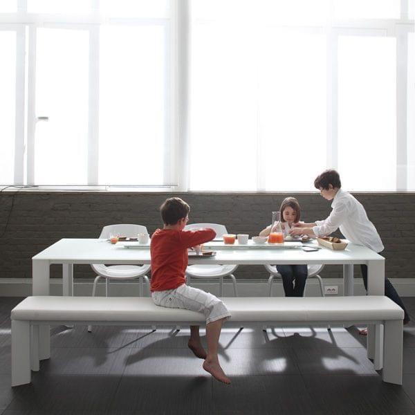 largo-spisebord-bakke-i-keramik-lakeret-aluminium-struktur-til-indendors-eller-udendors-brug-lavet-af-joli.jpg