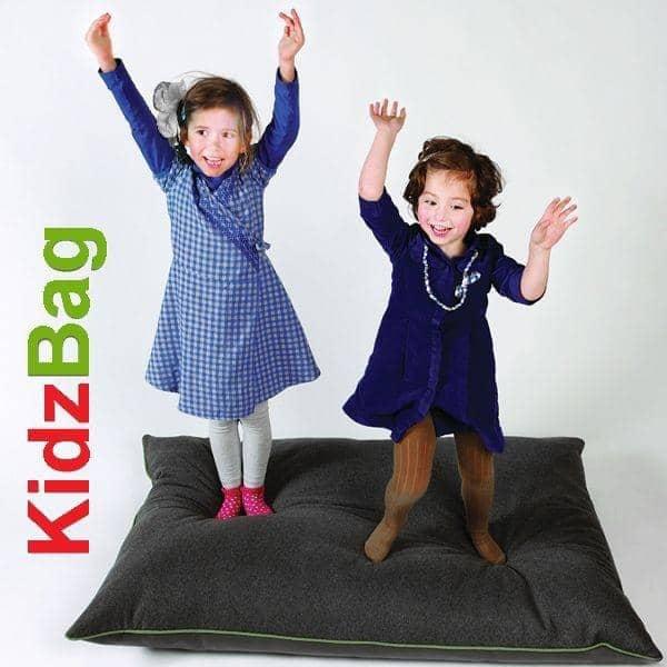 KIDZBAGによって、環境に配慮した巨大豆袋Buzzispace -デコとデザイン、 BUZZISPACE