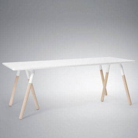 La Gamme Raft, par Norm Copenhagen - une table et des tabourets nordiques, de toute beauté ! déco et design - RAFT tradition tables: Plateau : stratifié blanc, piètement : chêne massif