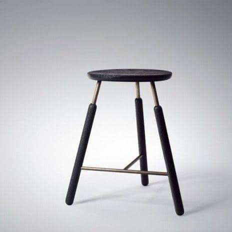 La Gamme Raft, par Norm Copenhagen - une table et des tabourets nordiques, de toute beauté ! déco et design - RAFT tradition tabourets: Tabouret haut noir - hauteur 700 mm