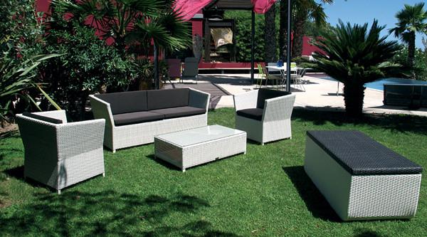 plein soleil le mobilier tress main artisanal haut en couleurs et en qualit my deco. Black Bedroom Furniture Sets. Home Design Ideas