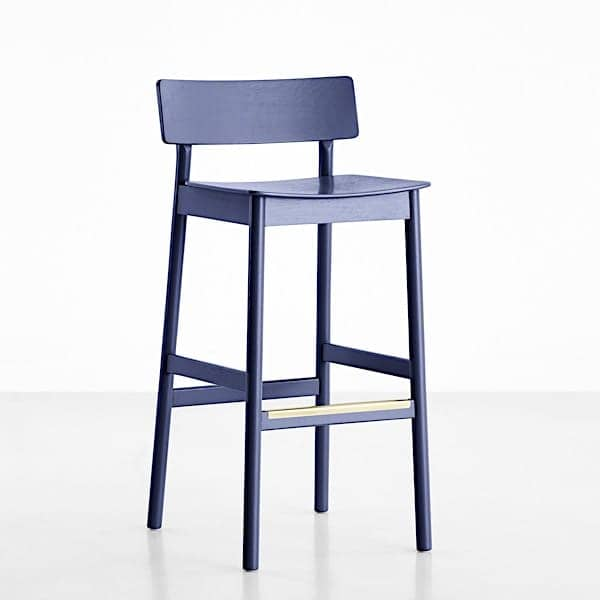 The PAUSE bar stool, built in solid wood, by Finnish designer Kasper Nyman